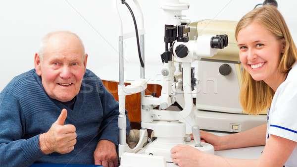 Senior man optische onderzoek oog medische Stockfoto © barabasa