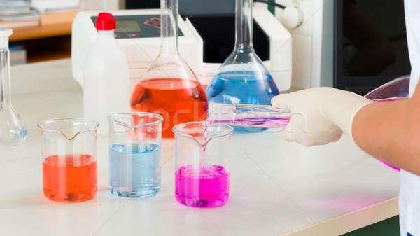 Badania naukowe młodych chemik pracy laboratorium pracy Zdjęcia stock © barabasa