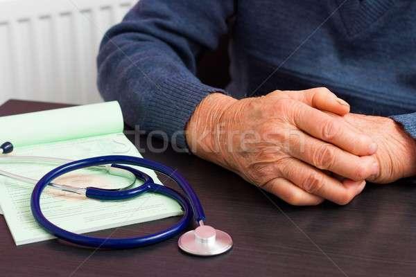 健康保険 高齢者 クローズアップ 手 歳の男性 ストックフォト © barabasa