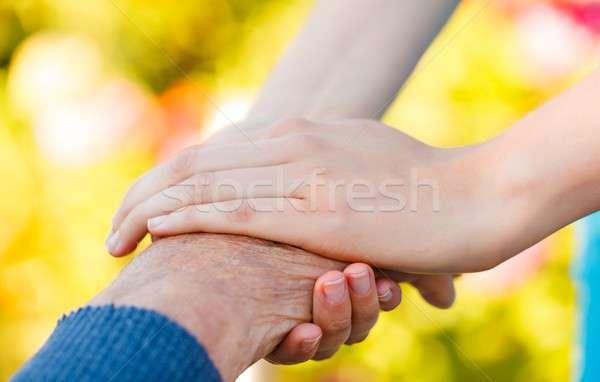 Ayudar necesitado jóvenes mano ancianos Foto stock © barabasa
