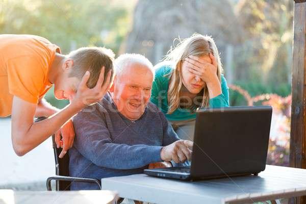 Désespéré grand-père pas femme sourire portable Photo stock © barabasa