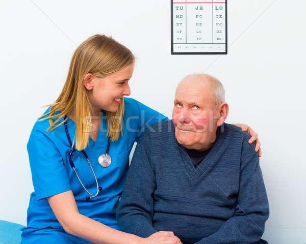 Ouderen zwakzinnigheid arts zorg man Stockfoto © barabasa