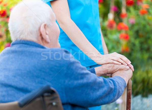 Aiutare bisognoso vecchio stick seduta Foto d'archivio © barabasa