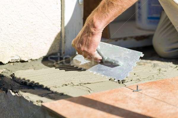 Certo trabalhar handyman adesivo azulejos Foto stock © barabasa