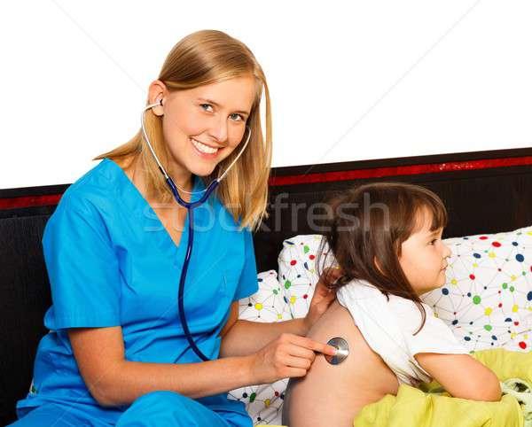 小児科医 調べる 聴診器 患者 プロ ストックフォト © barabasa