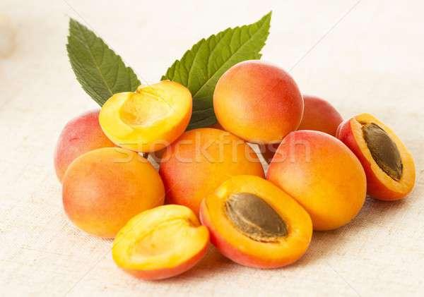 Iştah açıcı taze meyve sağlıklı kayısı Stok fotoğraf © barabasa