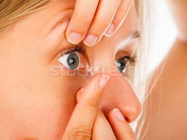 Jelentkezik kontaktlencsék közelkép nő kényelmes puha Stock fotó © barabasa