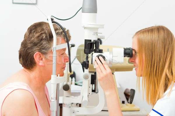 Egzamin pani 50s kobieta oka Zdjęcia stock © barabasa