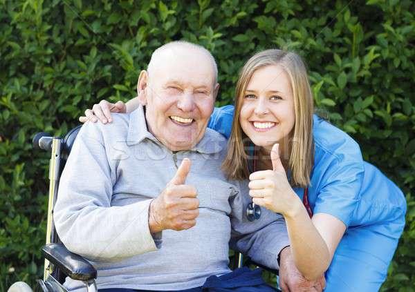 Nagyszerű hangulat öregek otthona boldog mosolyog beteg Stock fotó © barabasa