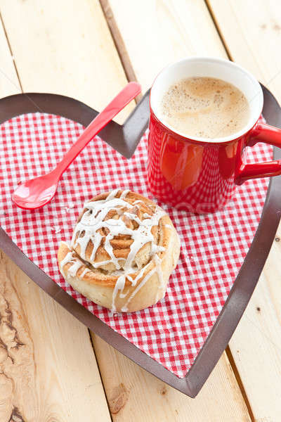 Stock photo: Fresh cinnamon roll and coffee