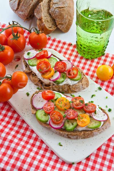 Teljes kiőrlésű kenyér zöldségek krém sajt étel zöld Stock fotó © BarbaraNeveu