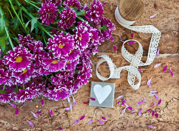 Stok fotoğraf: Taze · çiçekler · ahşap · mor · sevmek · doğum · günü