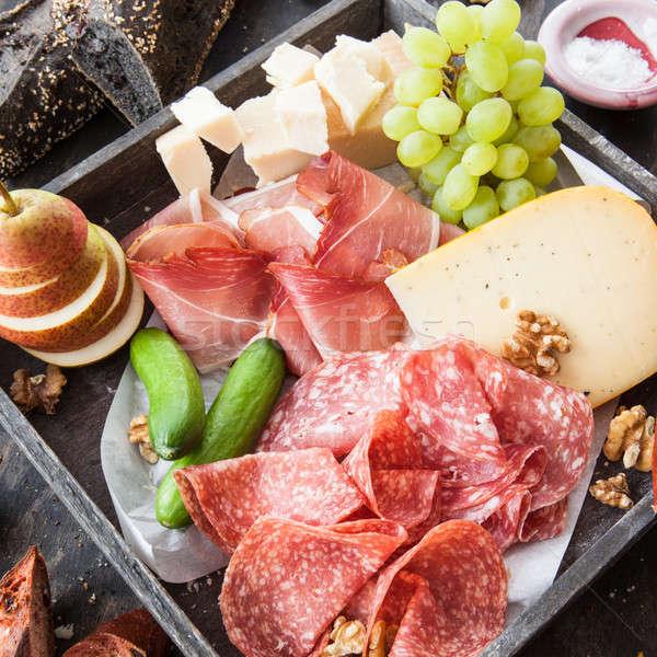 Választék sajt kolbászok friss francia kenyér étel Stock fotó © BarbaraNeveu