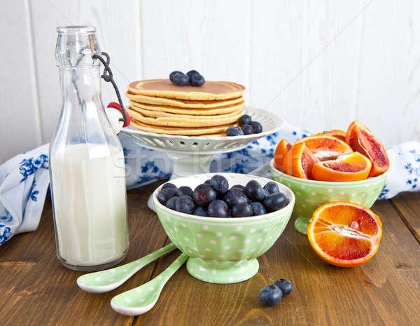 Friss palacsinták reggeli gyümölcsök gyümölcs zöld Stock fotó © BarbaraNeveu