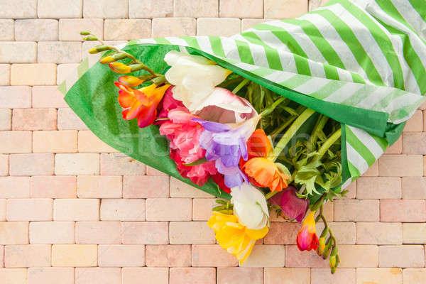 Színes tavaszi virágok rusztikus kő csempe virágok Stock fotó © BarbaraNeveu