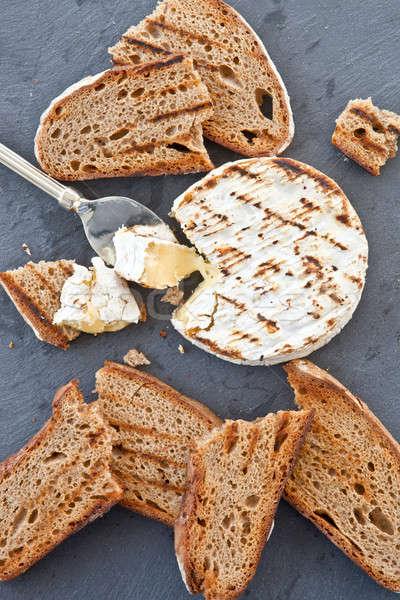 A la parrilla camembert pan alimentos queso vertical Foto stock © BarbaraNeveu