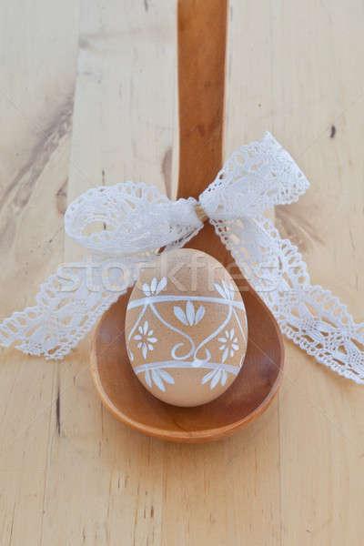 Huevo de Pascua cuchara de madera pintado cinta primavera blanco Foto stock © BarbaraNeveu