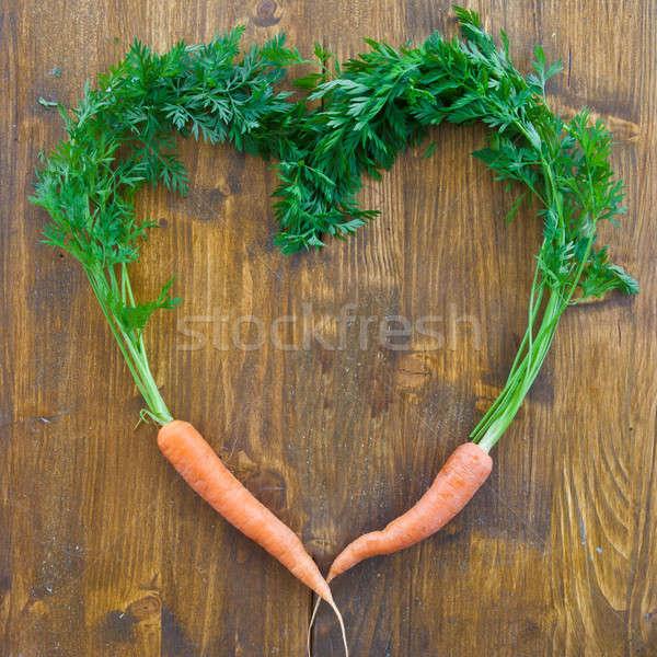 Fresche carote foglie verdi cuore sfondo frame Foto d'archivio © BarbaraNeveu
