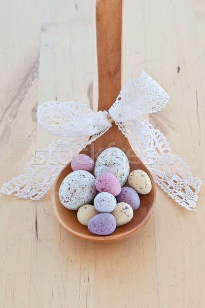 Színes húsvéti tojások fakanál cukorka tojások klasszikus Stock fotó © BarbaraNeveu