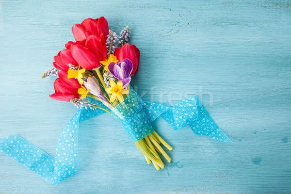 Színes tavaszi virágok kék rusztikus fából készült háttér Stock fotó © BarbaraNeveu