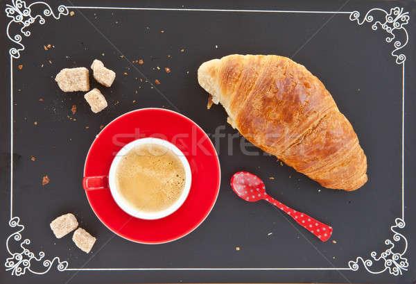 Taza café croissant rojo frescos pizarra Foto stock © BarbaraNeveu