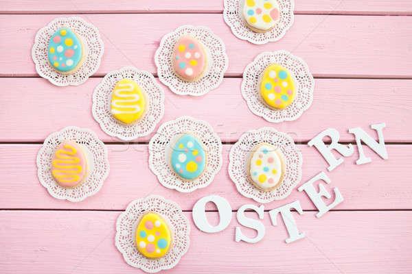Renkli kurabiye lekeli Paskalya pembe ahşap Stok fotoğraf © BarbaraNeveu