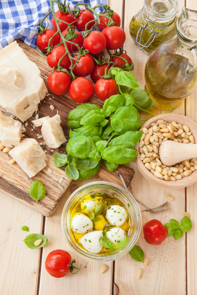 Ingredienti fresche pesto basilico parmigiano olio Foto d'archivio © BarbaraNeveu
