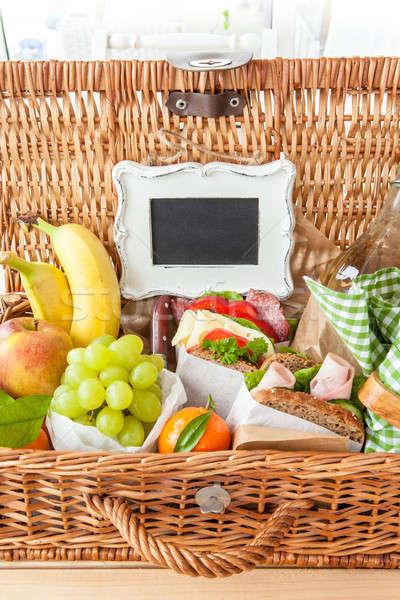 Piknik sepeti sandviçler taze meyve gıda yaz Stok fotoğraf © BarbaraNeveu