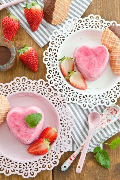 Dondurma kalp şekli çilek gıda çikolata tatlı Stok fotoğraf © BarbaraNeveu
