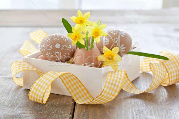 Sarı yumurta kabuk boyalı paskalya yumurtası sevmek Stok fotoğraf © BarbaraNeveu
