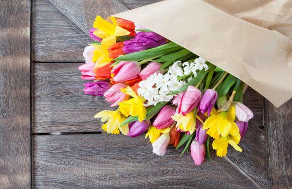 Köteg színes tavaszi virágok rusztikus fából készült húsvét Stock fotó © BarbaraNeveu