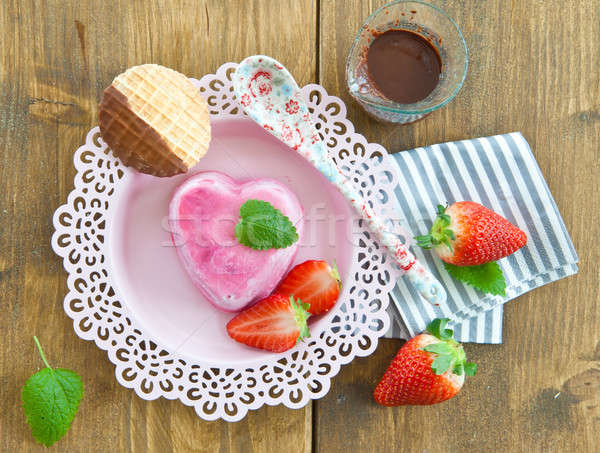 Ice cream in a heart shape Stock photo © BarbaraNeveu