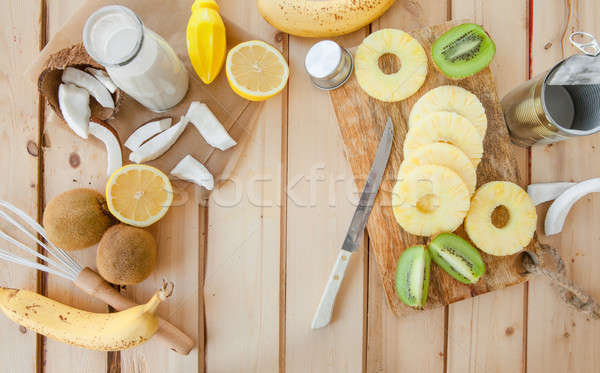Foto d'archivio: Fresche · frutti · latte · di · cocco · esotiche · legno · alimentare