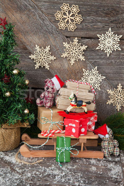 Weinig slee presenteert houten christmas speelgoed Stockfoto © BarbaraNeveu