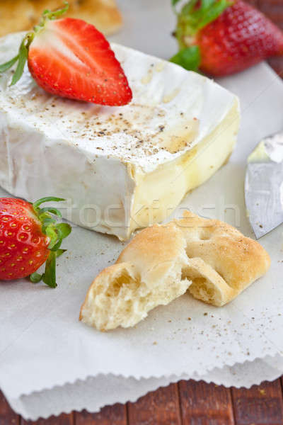 Camembert pan frescos fresas queso frutas Foto stock © BarbaraNeveu