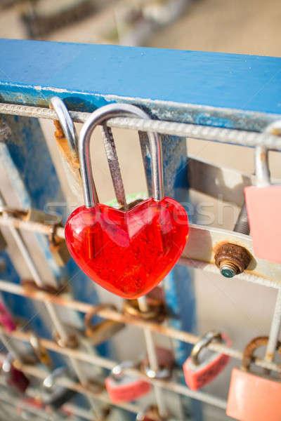 Rouge cadenas rouillée clôture amour coeur Photo stock © BarbaraNeveu