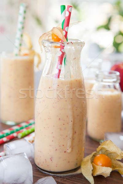 Foto stock: Vintage · garrafa · pêssego · leite · gelo