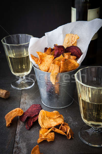Tuzlu sebze cips gözlük beyaz şarap içmek Stok fotoğraf © BarbaraNeveu