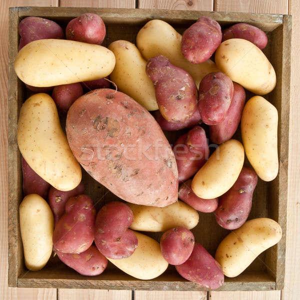 Választék krumpli rusztikus fából készült láda étel Stock fotó © BarbaraNeveu