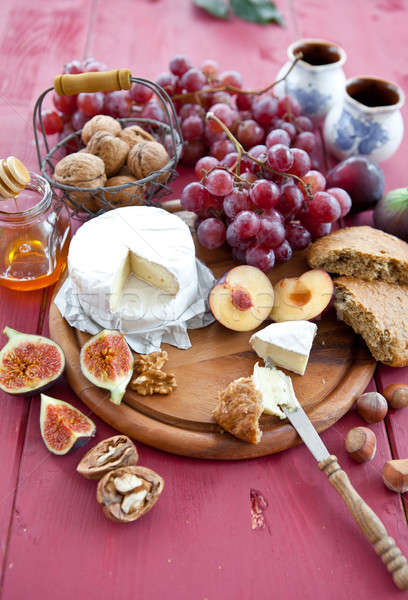 Bread, cheese and red grapes Stock photo © BarbaraNeveu