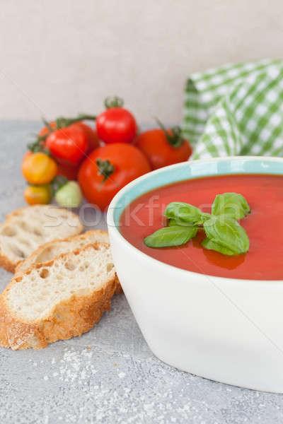 Puchar domowej roboty zupa pomidorowa świeże bazylia żywności Zdjęcia stock © BarbaraNeveu