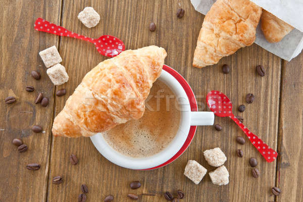 Kawy rogaliki świeże francuski śniadanie czerwony Zdjęcia stock © BarbaraNeveu