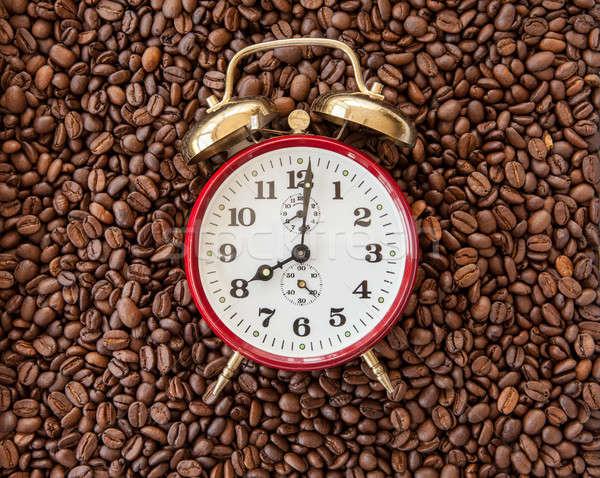 Vintage wekker koffiebonen tonen klok werk Stockfoto © BarbaraNeveu