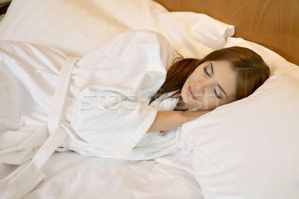 美しい ブルネット 女性 ベッド 少女 時間 ストックフォト © bartekwardziak