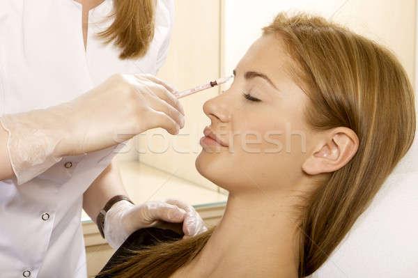 Сток-фото: молодые · красивая · женщина · инъекций · стороны · врач · красоту
