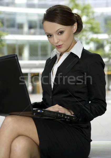 Jonge zakenvrouw aantrekkelijk werken laptop computer Stockfoto © bartekwardziak