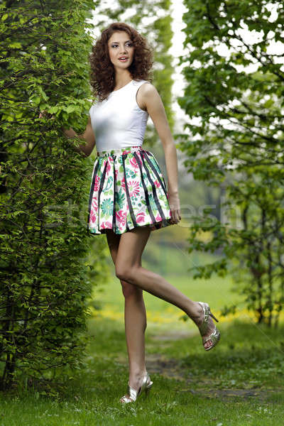 ブルネット 庭園 美しい ツリー 幸せ 太陽 ストックフォト © bartekwardziak
