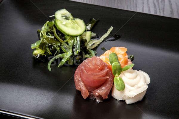 Sushis maki rouler assortiment noir plat Photo stock © bartekwardziak