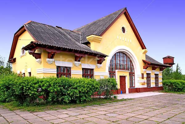 Landelijk treinstation gebouw deur zomer Blauw Stockfoto © basel101658