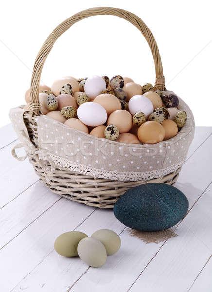 Tojás kosárnyi tojás fehér étel tyúk csoport Stock fotó © bazilfoto